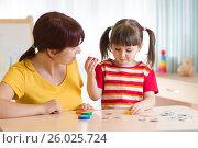 Купить «Kid playing with speech therapist», фото № 26025724, снято 17 марта 2017 г. (c) Оксана Кузьмина / Фотобанк Лори