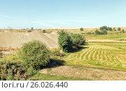 Отвалы породы рядом с сельскими полями. Азербайджан, фото № 26026440, снято 22 сентября 2015 г. (c) Евгений Ткачёв / Фотобанк Лори
