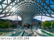 Купить «Bridge of Peace in Tibilisi, Georgia», фото № 26035244, снято 25 сентября 2016 г. (c) Elena Odareeva / Фотобанк Лори