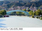Купить «Bridge of Peace in Tibilisi, Georgia», фото № 26035388, снято 27 сентября 2016 г. (c) Elena Odareeva / Фотобанк Лори