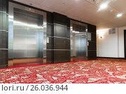 Купить «Two elevators with metal doors in hotel», фото № 26036944, снято 26 марта 2017 г. (c) Володина Ольга / Фотобанк Лори