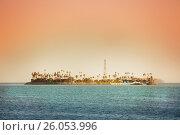 Купить «THUMS artificial Island Chaffee at the sunset», фото № 26053996, снято 17 апреля 2015 г. (c) Сергей Новиков / Фотобанк Лори