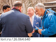 Former NYPD detective and now private investigator Bo Dietl, center, with supporters outside NY City Hall prior to announcing his run for mayor of New... (2017 год). Редакционное фото, фотограф Richard Levine / age Fotostock / Фотобанк Лори