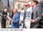 Former NYPD detective and now private investigator Bo Dietl announces his run for mayor of New York on the steps of NY City Hall on Tuesday, March 21,... (2017 год). Редакционное фото, фотограф Richard Levine / age Fotostock / Фотобанк Лори