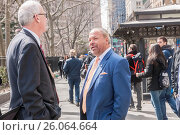 Former NYPD detective and now private investigator Bo Dietl with supporters outside NY City Hall prior to announcing his run for mayor of New York on Tuesday... (2017 год). Редакционное фото, фотограф Richard Levine / age Fotostock / Фотобанк Лори