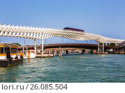 Купить «Венецианская монорельсовая линия соединяет исторический центр Венеции с круизными терминалами Мариттима», фото № 26085504, снято 14 апреля 2017 г. (c) Наталья Волкова / Фотобанк Лори