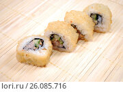 Купить «Японская кухня.Жареные в панировке роллы. Креветка темпура ролл», фото № 26085716, снято 21 февраля 2017 г. (c) Глазков Владимир / Фотобанк Лори