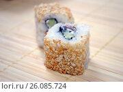 Купить «Японская кухня. Ролл цезарь», фото № 26085724, снято 21 февраля 2017 г. (c) Глазков Владимир / Фотобанк Лори