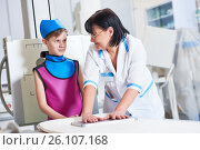 Купить «Nurse assistant with little boy preparing or x-ray radiography», фото № 26107168, снято 16 февраля 2017 г. (c) Дмитрий Калиновский / Фотобанк Лори