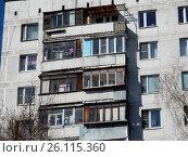 Купить «Двенадцатиэтажный одноподъездный блочный жилой дом серии II-18-01/12, построен в 1968 году. Чусовская улица, 6, корпус 1. Район Гольяново. Москва», эксклюзивное фото № 26115360, снято 25 апреля 2017 г. (c) lana1501 / Фотобанк Лори