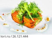 Купить «Fried salmon fish with fresh lettuce leaves and fennel, closeup», фото № 26121444, снято 7 августа 2015 г. (c) Oksana Zh / Фотобанк Лори