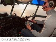 Купить «Пилот в кабине самолета Ан-2», фото № 26122876, снято 29 марта 2017 г. (c) Владимир Мельников / Фотобанк Лори