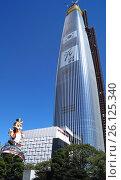 Купить «Сверхвысокий небоскрёб Lotte World Tower. Сеул, Южная Корея.», фото № 26125340, снято 8 сентября 2015 г. (c) Владимир Половов / Фотобанк Лори
