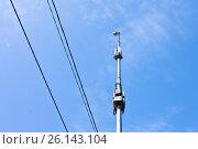 Купить «Вышка с антеннами и передатчиками на фоне синего неба», фото № 26143104, снято 2 мая 2017 г. (c) Victoria Demidova / Фотобанк Лори