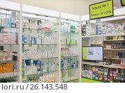 Купить «Витрина с аптечными товарами в аптеке», фото № 26143548, снято 1 мая 2017 г. (c) Victoria Demidova / Фотобанк Лори