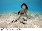 Купить «Beautiful black-haired woman in dress with Big Blue Octopus (Octopus cyanea) in Indian Ocean, Maldives», фото № 26153924, снято 22 марта 2017 г. (c) Некрасов Андрей / Фотобанк Лори