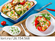 Купить «Bell pepper stuffed with rice, green peas, carrots, top view», фото № 26154568, снято 26 июня 2019 г. (c) Oksana Zh / Фотобанк Лори