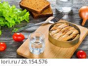 Купить «Tin can with smoked Baltic sprats, sardines, close-up», фото № 26154576, снято 14 декабря 2019 г. (c) Oksana Zh / Фотобанк Лори