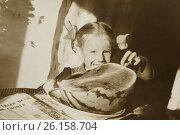 Купить «Счастливая девочка ест арбуз в комнате. 1970 год.», эксклюзивное фото № 26158704, снято 19 апреля 2017 г. (c) Светлана Попова / Фотобанк Лори