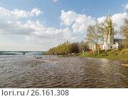 Купить «Наводнение: затопленный пляж в Тверицах, Ярославль», фото № 26161308, снято 2 мая 2017 г. (c) Илья Бесхлебный / Фотобанк Лори