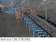 Транспортировка угля на конвейере. Стоковое фото, фотограф Анатолий Бутырин / Фотобанк Лори