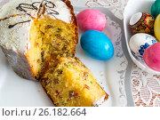 Купить «Cut Easter cake and dyed eggs», фото № 26182664, снято 16 апреля 2017 г. (c) Володина Ольга / Фотобанк Лори