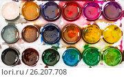 Купить «Used children's honey watercolor paints . Top view», фото № 26207708, снято 4 мая 2017 г. (c) Наталия Пыжова / Фотобанк Лори