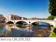 Вид на мост Победы в Вероне, Италия (2017 год). Стоковое фото, фотограф Наталья Волкова / Фотобанк Лори