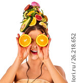 Купить «Hair mask from fruits on woman head hold halves orange closed eyes.», фото № 26218652, снято 18 марта 2017 г. (c) Gennadiy Poznyakov / Фотобанк Лори