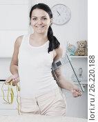 Купить «Woman with measuring tape and scales», фото № 26220188, снято 23 марта 2019 г. (c) Яков Филимонов / Фотобанк Лори