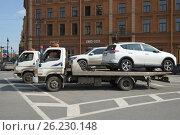 Купить «Два автоэвакуатора Hyundai HD78 с погруженными легковыми автомобилями», фото № 26230148, снято 10 апреля 2017 г. (c) Виктор Карасев / Фотобанк Лори