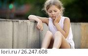 Купить «portrait of sad girl being alone and worried outdoors», видеоролик № 26247608, снято 7 сентября 2016 г. (c) Яков Филимонов / Фотобанк Лори