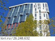 Купить «Тридцатидвухэтажный жилой дом, 9-й корпус ЖК ''Юнион парк''. Москва, бульвар Генерала Карбышева, 15, корпус 1», фото № 26248632, снято 12 мая 2017 г. (c) Александр Замараев / Фотобанк Лори