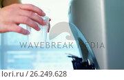 Купить «Female executive drinking water from the water purifier», видеоролик № 26249628, снято 9 апреля 2020 г. (c) Wavebreak Media / Фотобанк Лори