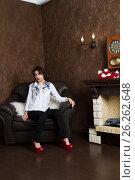 Купить «Молодая девушка в комнате у камина», фото № 26262648, снято 11 мая 2017 г. (c) Момотюк Сергей / Фотобанк Лори