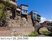 Балконы на скале. Абанотубани: квартал серных бань в Тбилиси. Грузия. Стоковое фото, фотограф Сергей Афанасьев / Фотобанк Лори