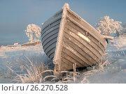Деревянная лодка среди снега. Стоковое фото, фотограф Яковлев Сергей / Фотобанк Лори