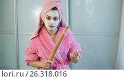 Купить «Angry wife with rolling-pin», видеоролик № 26318016, снято 15 мая 2017 г. (c) Илья Шаматура / Фотобанк Лори