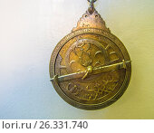 Morocco-Fes- Astrolabe,planisphérique (Laiton gravé). Med.b. Omar b. Jaafar al Karmani (1362- Hegir.714) Batha Museum at Fes, Стоковое фото, фотограф J.D. Dallet / age Fotostock / Фотобанк Лори