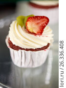 Купить «close up of cupcake with cream and strawberry», фото № 26336408, снято 17 февраля 2017 г. (c) Syda Productions / Фотобанк Лори