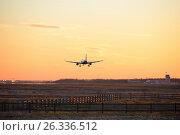 Купить «Самолёт приземляется на аэродроме на фоне багряного заката», фото № 26336512, снято 13 мая 2017 г. (c) Максим Мицун / Фотобанк Лори