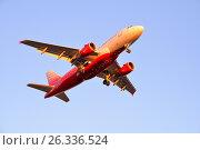 Купить «Самолёт Airbus A319 VP-BBU авиакомпании Россия с выпущенными шасси заходит на посадку вечером», фото № 26336524, снято 13 мая 2017 г. (c) Максим Мицун / Фотобанк Лори