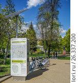 Купить «Пункт велопроката на Страстном бульваре», эксклюзивное фото № 26337200, снято 18 мая 2017 г. (c) Виктор Тараканов / Фотобанк Лори