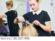 Купить «Hairdo in beauty salon. hairdresser making coiffure with curl to wonam», фото № 26337496, снято 28 марта 2017 г. (c) Дмитрий Калиновский / Фотобанк Лори
