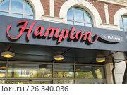 """Купить «Отель """"Hampton"""". Самара», фото № 26340036, снято 10 мая 2017 г. (c) Акиньшин Владимир / Фотобанк Лори"""