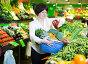 Mature woman buying fresh vegetables, фото № 26340872, снято 10 марта 2017 г. (c) Яков Филимонов / Фотобанк Лори