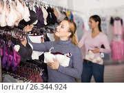 Купить «Smiling woman shopping lace uplifts», фото № 26344924, снято 23 октября 2018 г. (c) Яков Филимонов / Фотобанк Лори