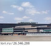 Купить «Вид с взлетной площадки на терминал 2 международного аэропорта Нарита, Япония», фото № 26346288, снято 16 апреля 2013 г. (c) Кекяляйнен Андрей / Фотобанк Лори