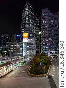 Купить «Автобусная станция Odakyu около башни небоскреба Mode Gakuen Cocoon Tower в ночное время. Центральный район Shinjuku в городе Токио, Япония», фото № 26346340, снято 15 апреля 2013 г. (c) Кекяляйнен Андрей / Фотобанк Лори