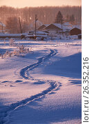 Footpath traces in the snow in russian Altai village in Winter at morning time, фото № 26352216, снято 19 января 2017 г. (c) Serg Zastavkin / Фотобанк Лори